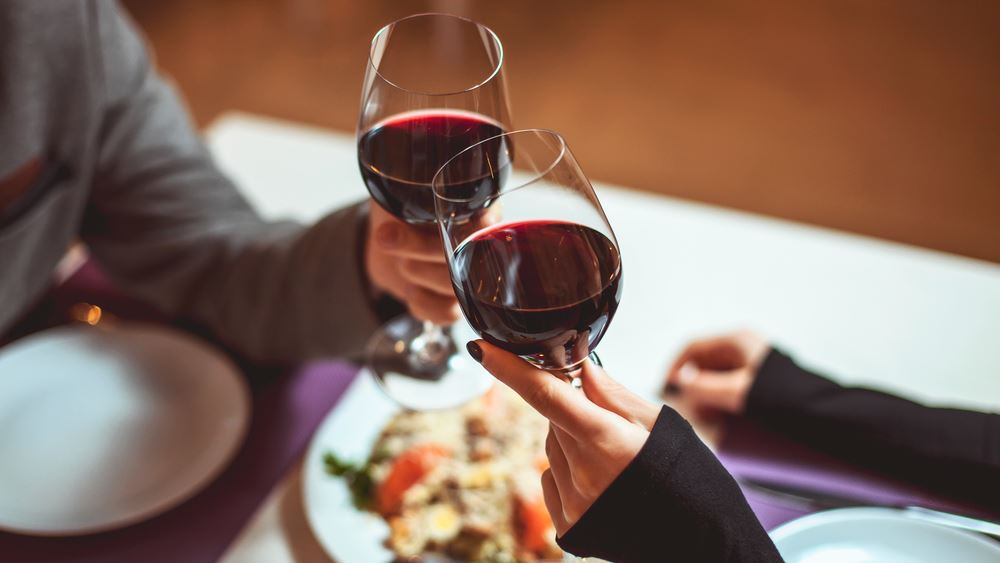 Ένα ποτήρι κόκκινο κρασί βοηθά στη μείωση του βάρους καλύτερα κι από μία ώρα στο γυμναστήριο