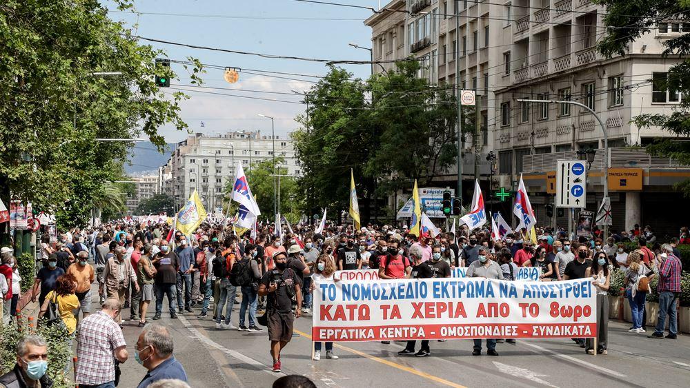 Σε εξέλιξη μεγάλη πορεία στο κέντρο της Αθήνας κατά του εργασιακού νομοσχεδίου