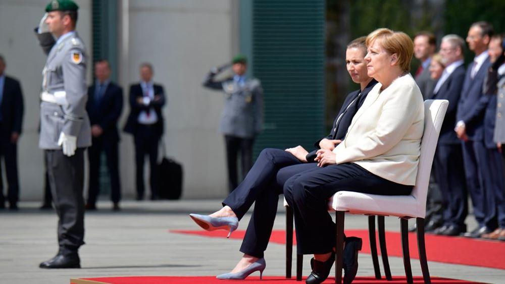Η Μέρκελ καλωσόρισε καθιστή την πρωθυπουργό της Δανίας μετά τα επεισόδια τρόμου