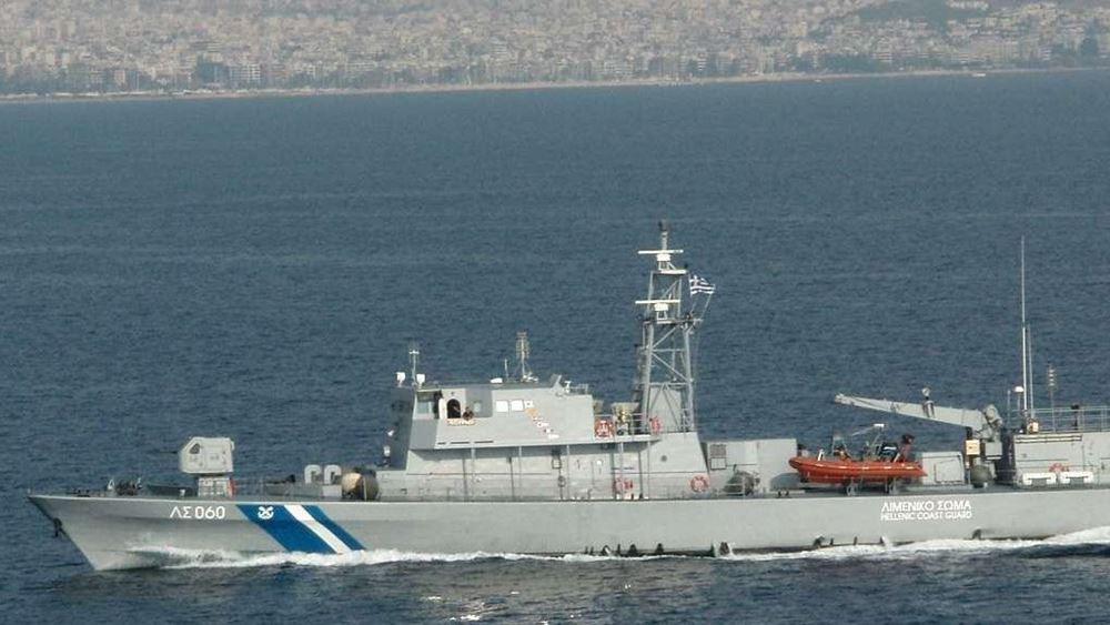 Μεγάλη επιχείρηση διάσωσης κοντά στη Χάλκη: Ναυάγησε σκάφος - Έχουν διασωθεί 92 άτομα