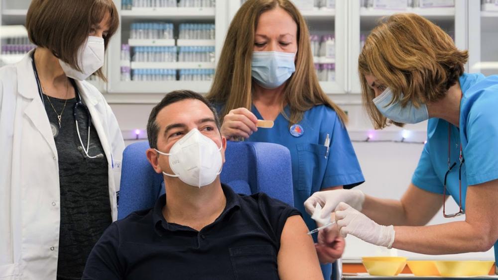 Εμβολιάστηκε ο Α. Τσίπρας: Οι Έλληνες δεν έχουν κανένα λόγο να νιώθουν ανασφαλείς για το εμβόλιο