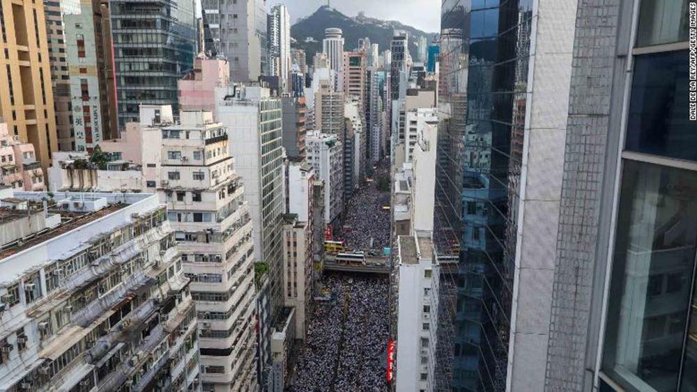 Χονγκ Κονγκ: Για πρώτη φορά απαγγέλθηκαν κατηγορίες εναντίον ενός άνδρα βάσει του νέου νόμου περί εθνικής ασφάλειας