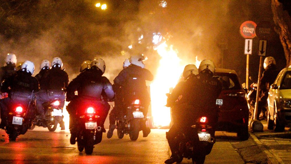 """Σε """"τεντωμένο σκοινί"""" το πολιτικό σκηνικό - Ευθύνες σε ΣΥΡΙΖΑ - Τσίπρα για το κλίμα έντασης αποδίδει η κυβέρνηση"""