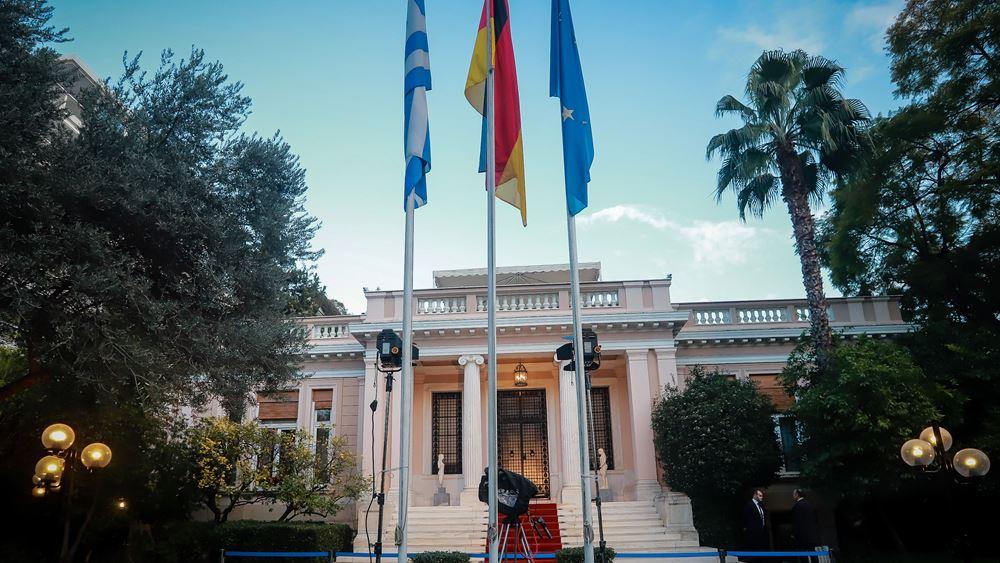 Κυβερνητικές πηγές: Ο Α. Τσίπρας προσπαθεί να κρατήσει στην καρέκλα της την κ. Θάνου
