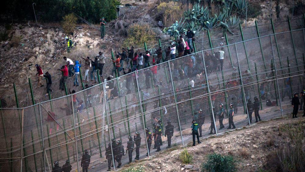 Επαναπατρίζονται 300 Μαροκινοί που είχαν εγκλωβιστεί σε ισπανικό θύλακα στη βόρεια Αφρική