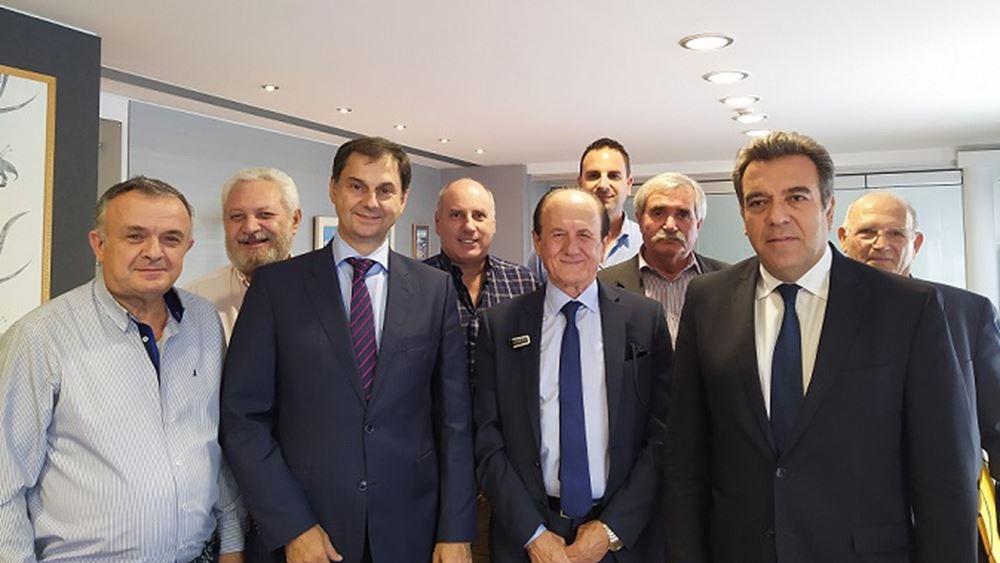 Συνάντηση Χάρη Θεοχάρη με την Πανελλήνια Ομοσπονδία Ταξί και Αγοραίων