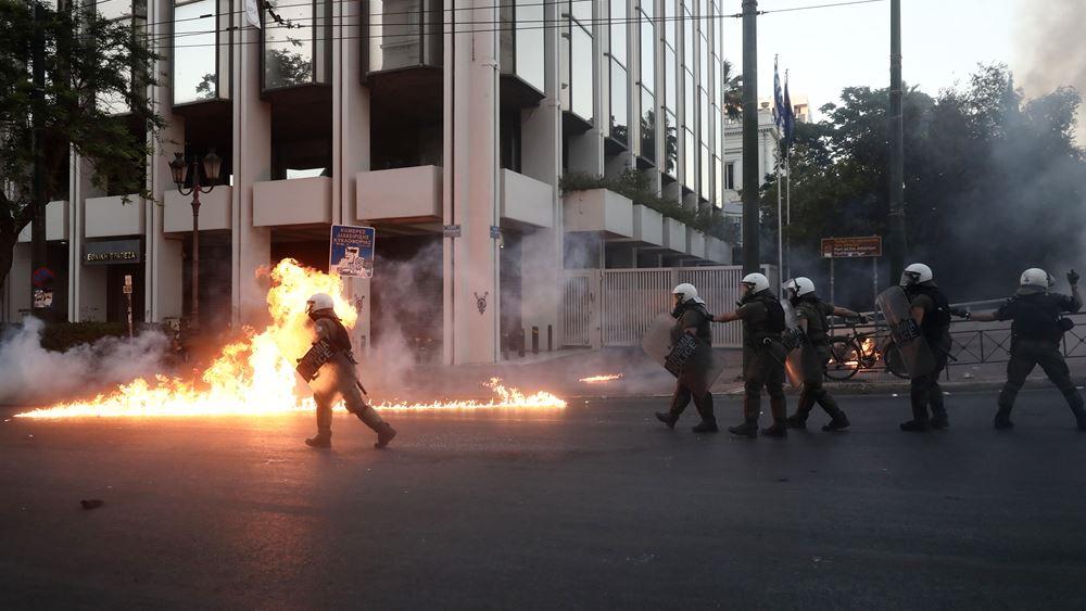 Εννέα συλλήψεις για τα επεισόδια έξω από τη Βουλή - Τραυματίστηκαν έξι αστυνομικοί