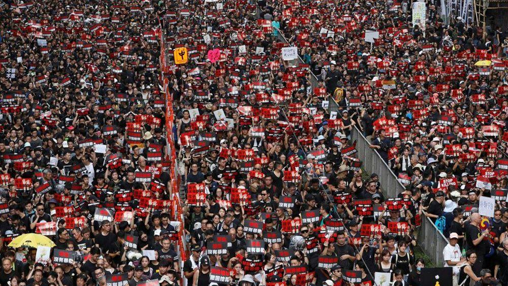 Χονγκ Κονγκ: Δεκάδες χιλιάδες διαδηλωτών ζητούν την παραίτηση της κυβέρνησης
