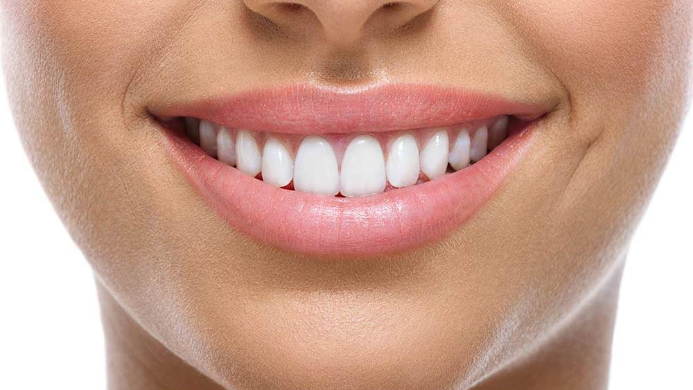 Γιατί τα δόντια μας σταματούν να είναι λευκά;