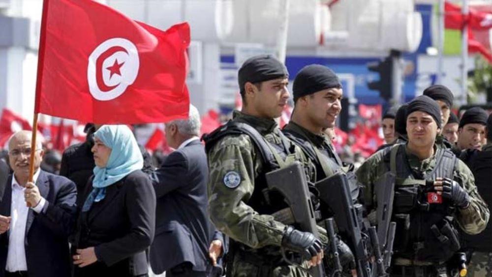 """10 χρόνια από το ξέσπασμα της """"Αραβικής Άνοιξης"""", η οργή εξακολουθεί να βράζει στην πόλη της Τυνησίας απ' όπου ξεκίνησε"""
