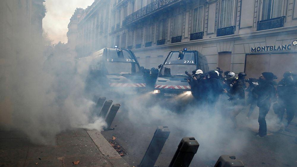 """Γαλλία: Επεισόδια στην επετειακή διαδήλωση των """"κίτρινων γιλέκων"""" στο Παρίσι"""