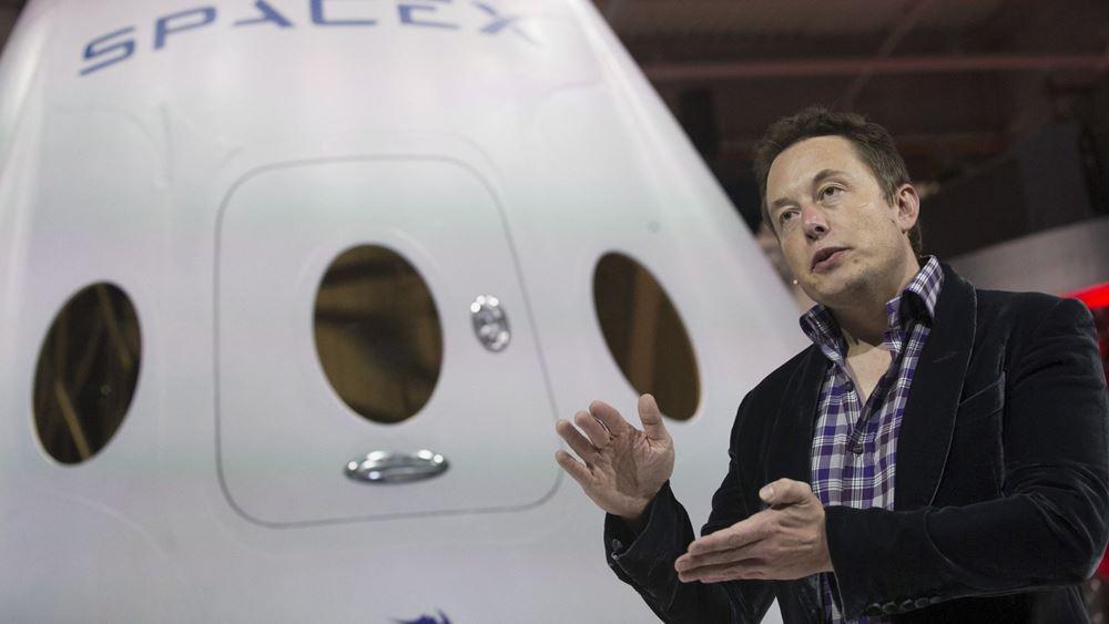 Elon Musk: Η πρώτη εκτόξευση του Falcon Heavy θα στείλει ένα Tesla Roadster στον Άρη