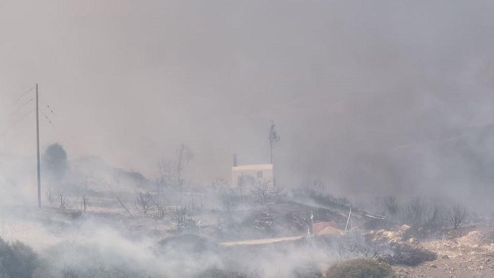 Βελτιωμένη η εικόνα της πυρκαγιάς στην Πάρο - Μεταβαίνουν ενισχύσεις από τον Πειραιά