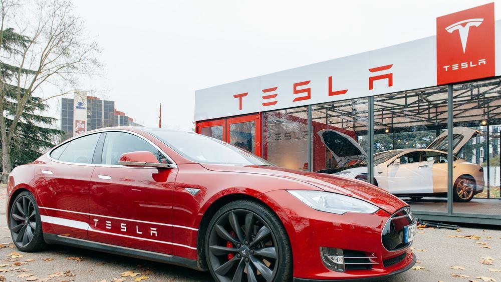 Tesla: Η Goldman Sachs αύξησε την τιμή-στόχο στα 780 δολάρια και τη σύσταση σε buy