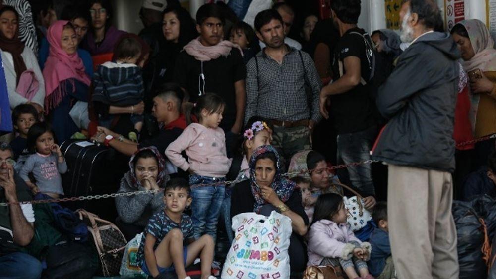 """Μυτιλήνη: Στο Σίγρι έδεσε το πλοίο """"Blue Star Chios"""" στο οποίο θα φιλοξενηθούν 1.000 πρόσφυγες και μετανάστες"""