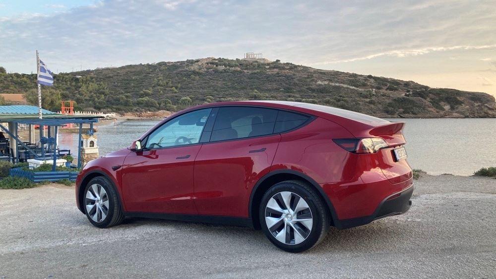 Δεύτερος σταθμός Supercharger στην Ελλάδα από την Tesla- Ξεκίνησαν οι παραδόσεις του Model Y