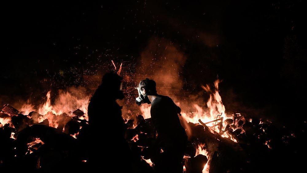 Τρίτη νύχτα πύρινης πολιορκίας - Στο έλεος της φωτιάς Β. Αττική, Εύβοια, Ηλεία