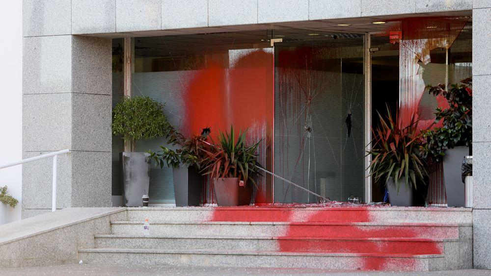 """Επίθεση """"Ρουβίκωνα"""" στα γραφεία μεταλλουργικής εταιρείας στο Μαρούσι"""