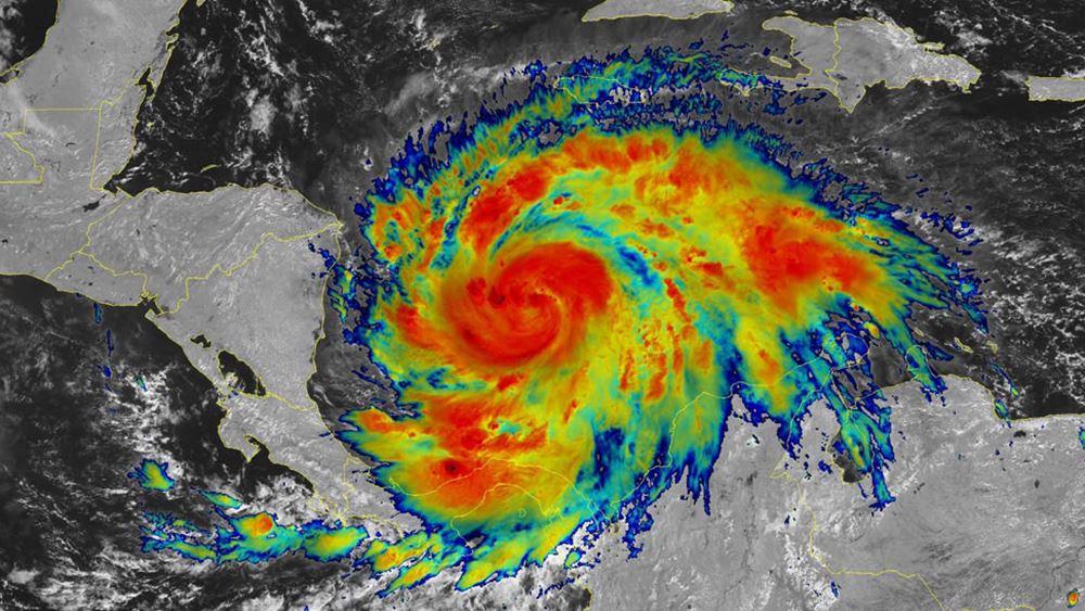 Ομάν: Πλησιάζει ο κυκλώνας Σαχίν, ενώ τουλάχιστον τρεις άνθρωποι έχασαν τη ζωή τους