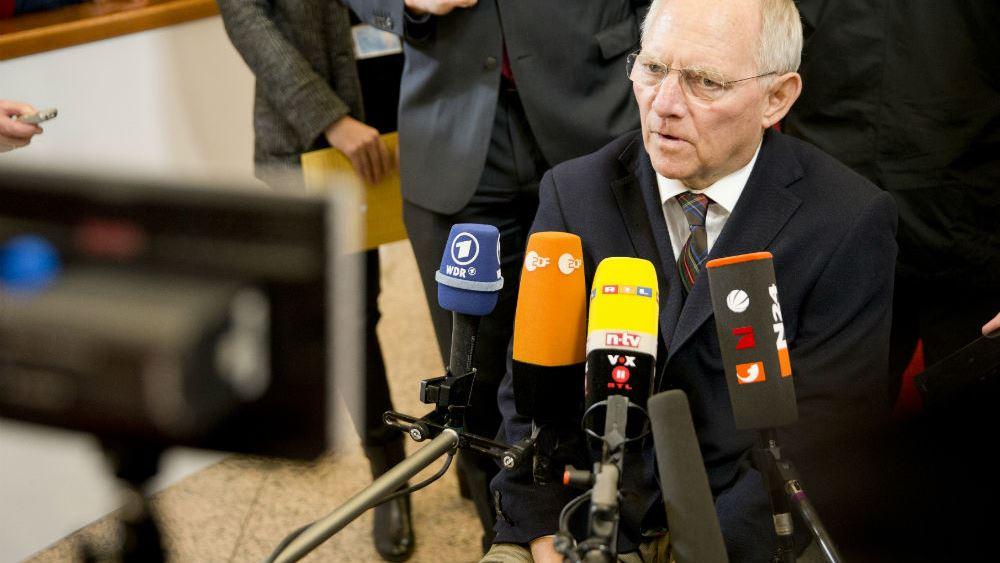 Σόιμπλε στο Stern: Ανοικτό το θέμα του υποψήφιου για την καγκελαρία στις προσεχείς εκλογές