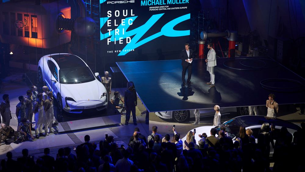 Γνωρίζουμε από κοντά τη νέα Porsche Taycan (vid.)