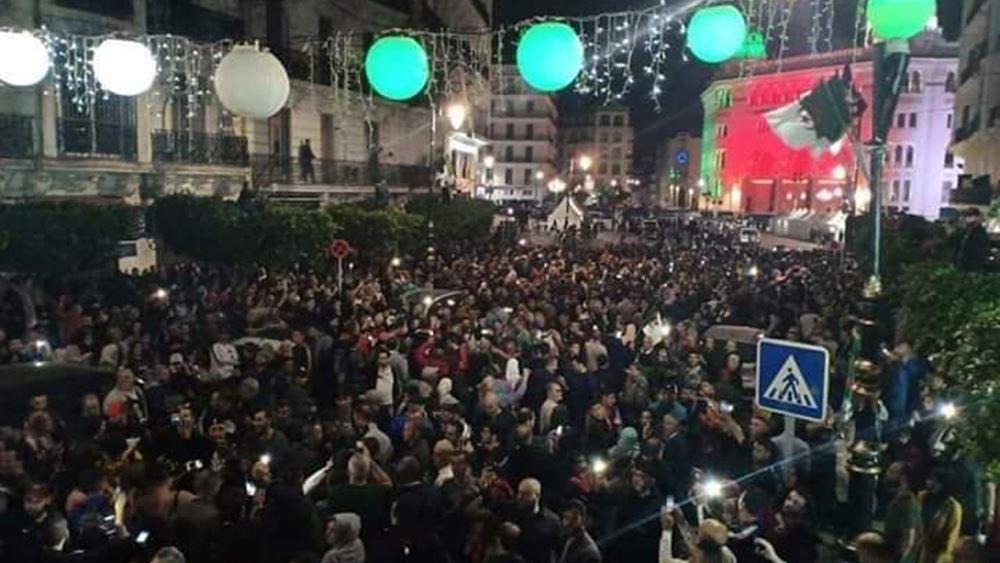 """Χιλιάδες Αλγερινοί διαδηλώνουν ζητώντας """"νέα ανεξαρτησία"""""""