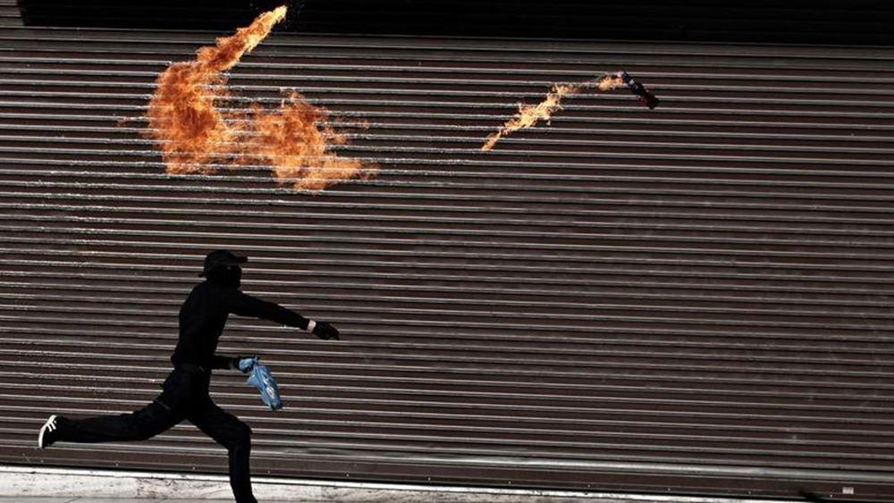 Επίθεση με βόμβες μολότοφ σε αστυνομικούς στα Εξάρχεια