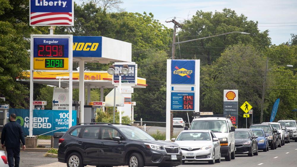Με μπιτόνια και με σακούλες συρρέουν στα βενζινάδικα οι Αμερικάνοι... ελέω Colonial Pipeline