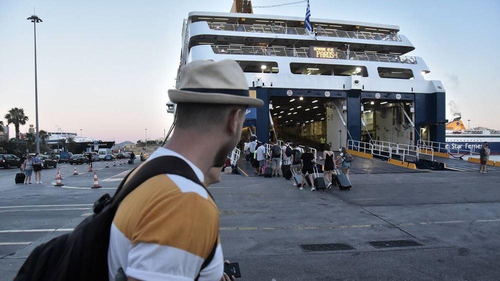 Αυξημένη η κίνηση στο λιμάνι του Πειραιά λόγω της εξόδου των αδειούχων του Αυγούστου