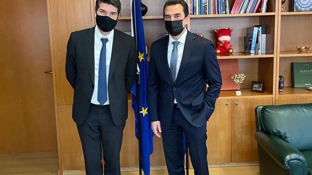 Σκρέκας: Συνεργασία με γαλλικές επιχειρήσεις για τη δημιουργία κλιματικά ουδέτερου ελληνικού νησιού