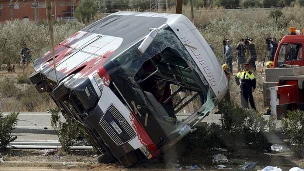 Ινδονησία: Σε 35 ανήλθε ο αριθμός των νεκρών από την πτώση λεωφορείου σε χαράδρα