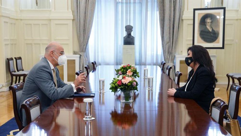 Συνάντηση Ν. Δένδια με τη νέα πρέσβη της Αλβανίας