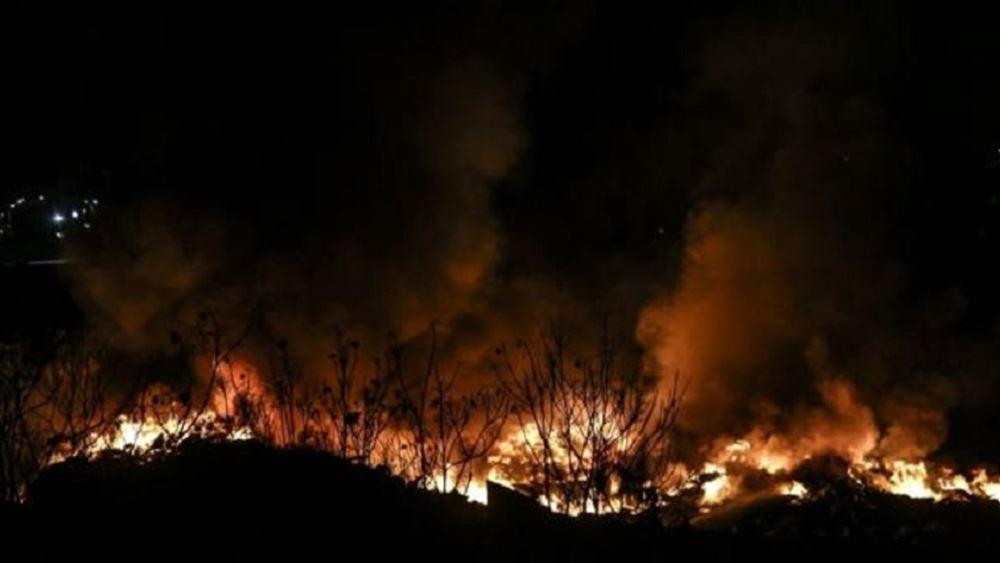 Πυροσβέστες αγωνίζονται για την κατάσβεση πυρκαγιάς στο Κιλιμάντζαρο
