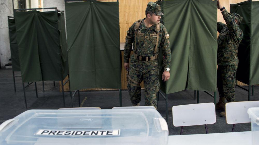 Οι Χιλιανοί καλούνται στις κάλπες για να εκλέξουν τον επόμενο πρόεδρο