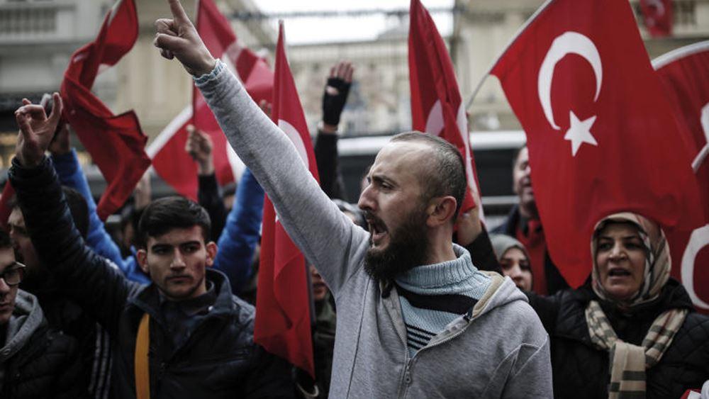 Ανησυχούν οι μυστικές υπηρεσίες της Ολλανδίας: Πόσο επηρεάζει η ρητορική Ερντογάν τους Τούρκους της χώρας