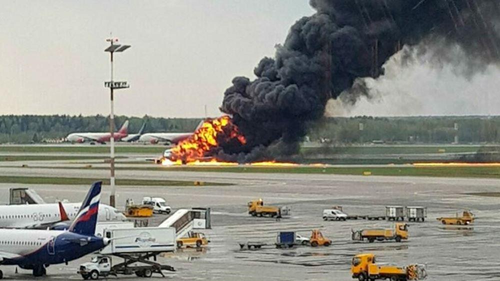 Ρωσία: Το Soukhoi Superjet 100 χτυπήθηκε από κεραυνό σύμφωνα και με τον πιλότο