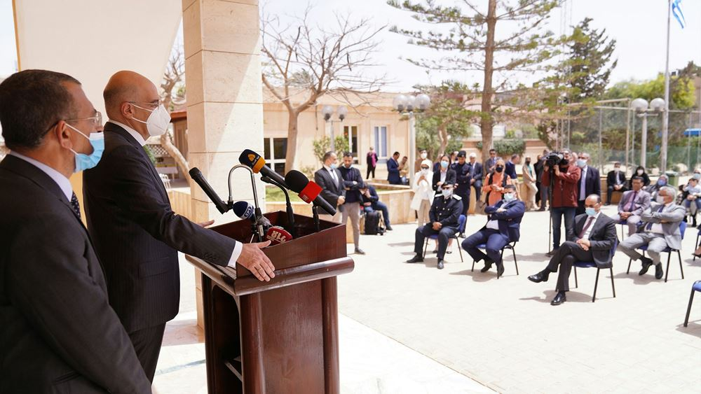 Συνάντηση Δένδια με την ελληνική κοινότητα Βεγγάζης στη Λιβύη