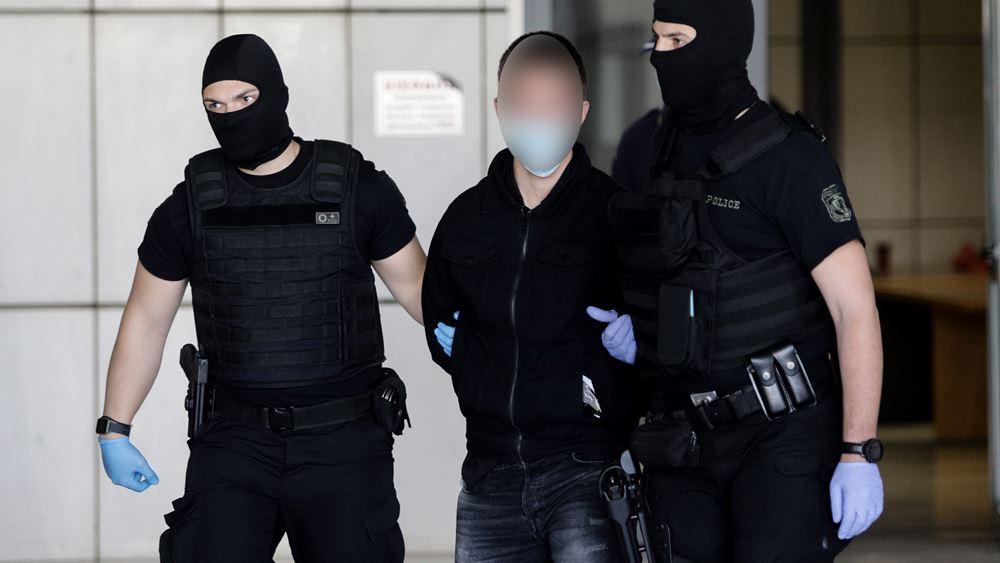 Ισόβια και 15 χρόνια για τη δολοφονία Τοπαλούδη - Κύμα συμπαράστασης έξω από το δικαστήριο