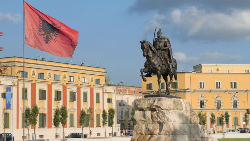 """Η Αλβανία ρίχνει στρατό και αστυνομία στη """"μάχη"""" περιορισμού του κοροναϊού"""