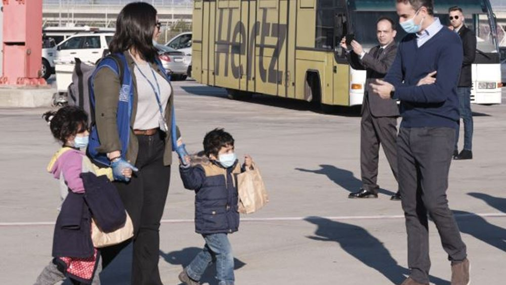 Στην αναχώρηση 50 ασυνόδευτων ανήλικων προσφύγων για τη Γερμανία παρέστη ο Κ. Μητσοτάκης