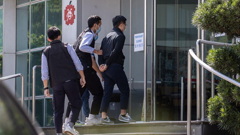 Κίνα: Έφοδος εκατοντάδων αστυνομικών στην Apple Daily του Χονγκ Κονγκ