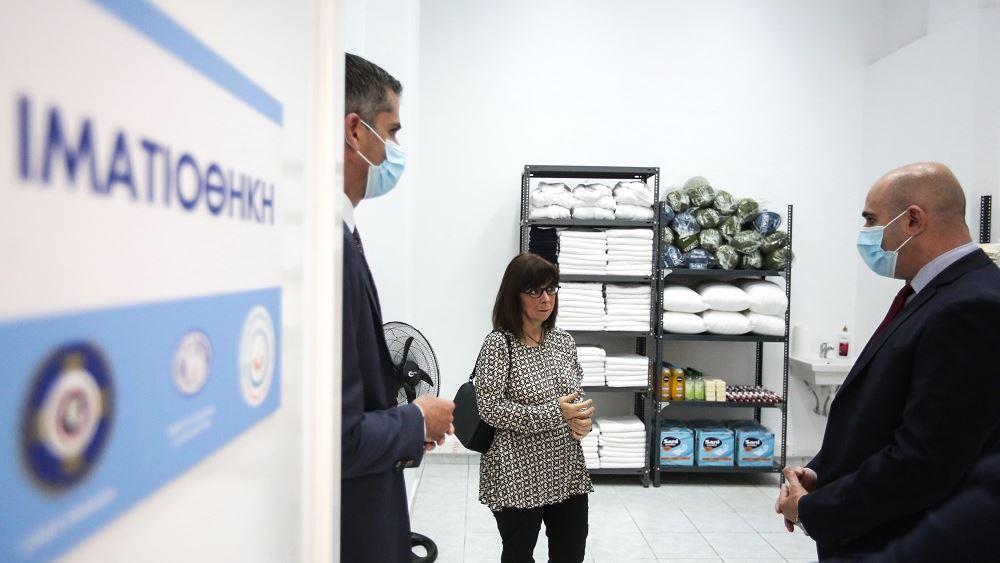 Στο Πολυδύναμο Κέντρο Αστέγων του Δήμου Αθηναίων η Πρόεδρος της Δημοκρατίας