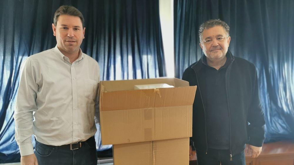 Η οικογένεια Αντετοκούνμπο πρόσφερε 10.000 μάσκες στο Δήμο Ζωγράφου