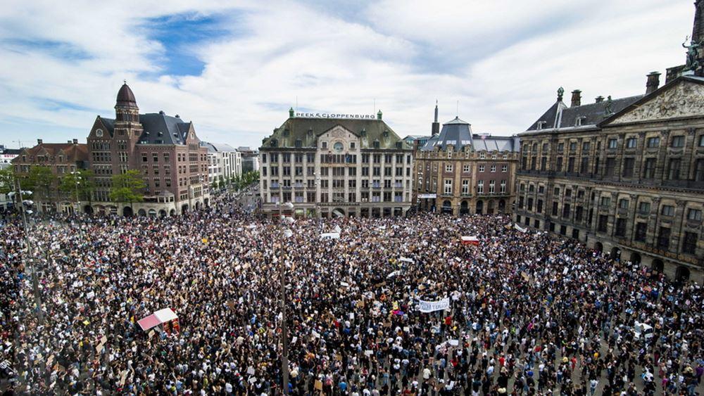 Επικρίσεις κατά της δημάρχου Άμστερνταμ για ογκώδη αντιρατσιστική διαδήλωση χωρίς αποστάσεις