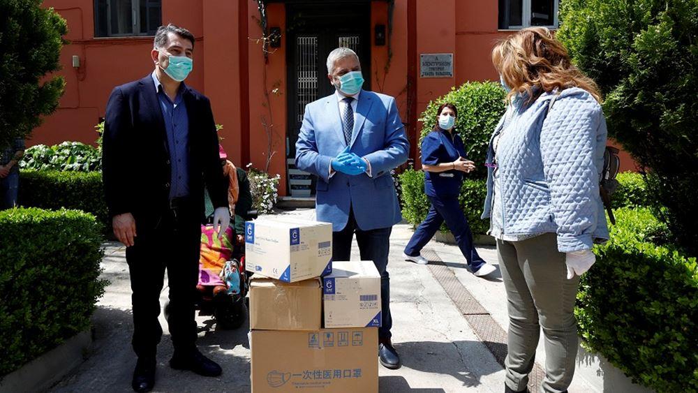 Ο Γ. Πατούλης παρέδωσε υγειονομικό υλικό για τις ανάγκες του ασύλου Ανιάτων