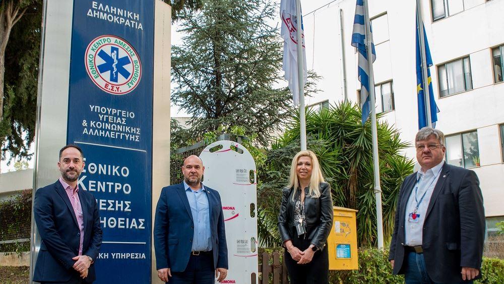 Δύο φορητούς θαλάμους ασφαλούς μεταφοράς ασθενών παρέδωσε η ΔΕΛΤΑ στο ΕΚΑΒ