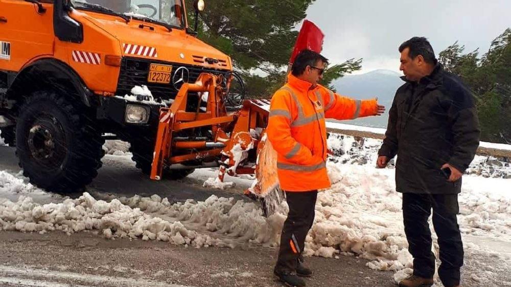 Προς εκτόνωση τα προβλήματα στα Βίλια από τη χιονόπτωση