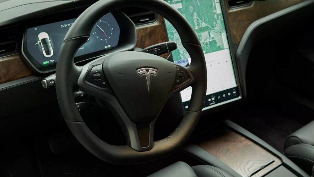 Tesla: Ανακάλεσε σχεδόν 135.000 αυτοκίνητα