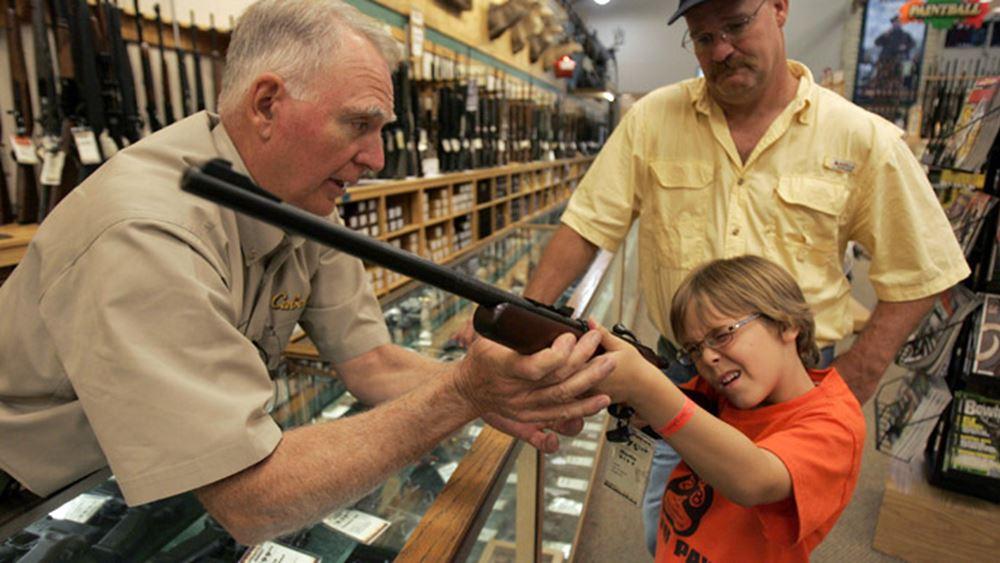 Πάνω από 200 δήμαρχοι καλούν τη Γερουσία των ΗΠΑ να ελέγξει την αγορά των όπλων