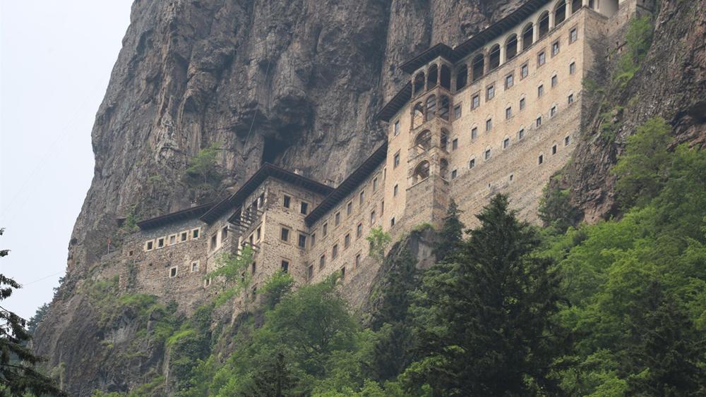 Άνοιξε τις πύλες του μετά από 4 χρόνια το μοναστήρι της Παναγίας Σουμελά στον Πόντο